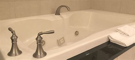 hotels with tubs in ct connecticut tub suites hotels with in room