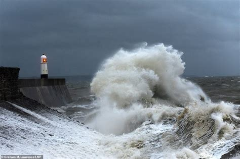 Storm Callum Weather Chaos To Uk With 70mph Winds And