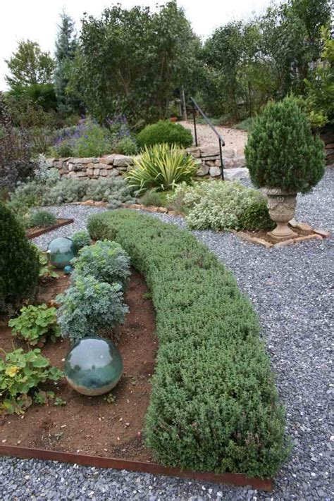 Mediterrane Gartengestaltung Ideen by Mediterrane Gartengestaltung Kies Pflanzen Zypresse