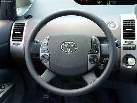 Toyota Prius (2004) picture #27, 800x600