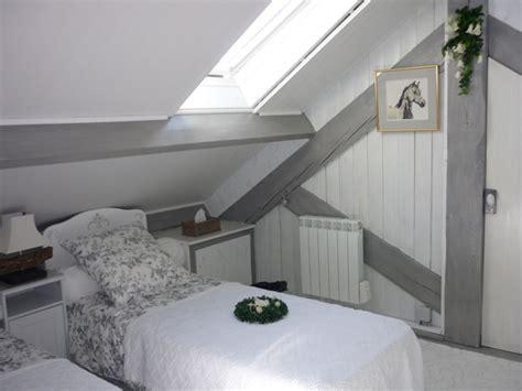 lit pour chambre mansard馥 lit pour chambre mansarde chambre lambris et peinture 55 asnieres sur seine lits phenomenal peinture pastel violet chambre mansarde e chambre