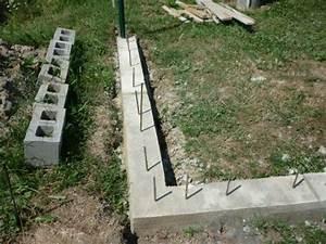 Stavba plotu z betonových tvárnic