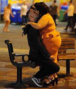 Bank Holiday revellers hit the bars of Newcastle | Daily ...