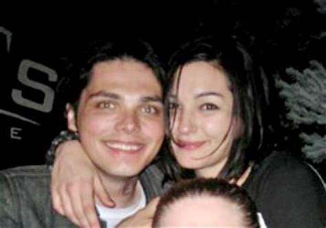 chemical romance frontman gerard   hitched