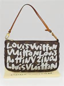 louis vuitton limited edition silver graffiti stephen sprouse pochette accessories bag yoogis