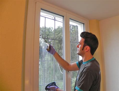 Fensterrahmen Reinigen Weiß by Fensterreinigung Fensterreinigungen Wir Reinigen