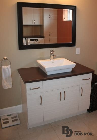 mod鑞e d armoire de cuisine cuisine cachee par des portes maison design bahbe com