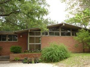 what is mid century modern architecture and can you find