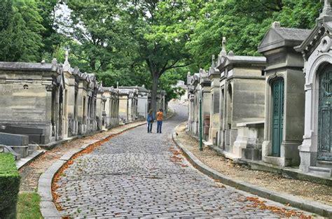 pere la chaise cimetière du père lachaise lonely planet