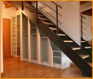 garderobe unter treppe 17 ideen zu schrank unter treppe auf schrank unter der treppe kellertreppe und