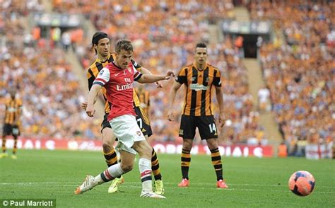 arsenal 3 2 hull live aaron ramsey s time strike wins fa cup daily mail