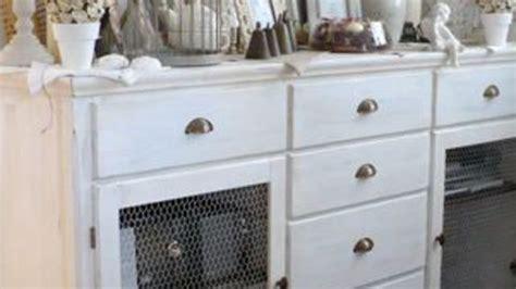 repeindre des meubles de cuisine en bois relooking céruser un meuble basique côté maison