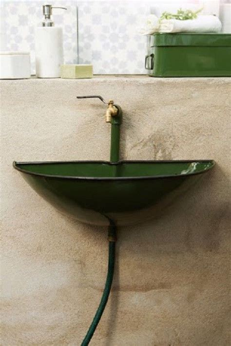 kleines waschbecken aussenbecken garten keller gruen