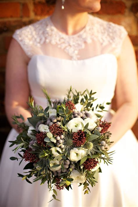 gorgeous winter wedding bouquets style motivation