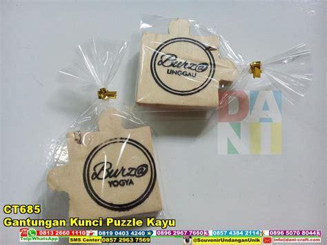gantungan kunci puzzle kayu souvenir pernikahan