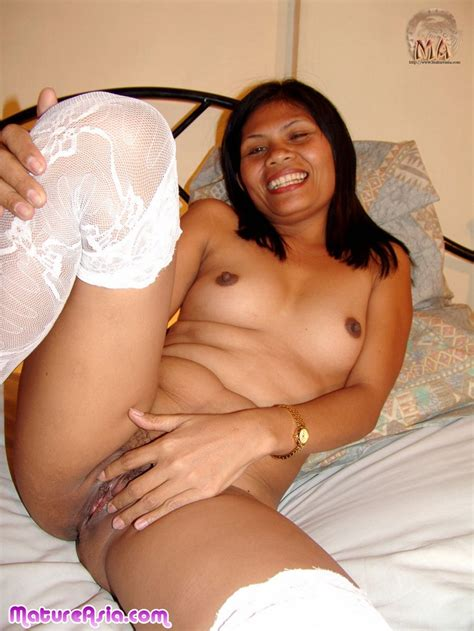 dark and sexy filipino mom showing her tight ass and pussy