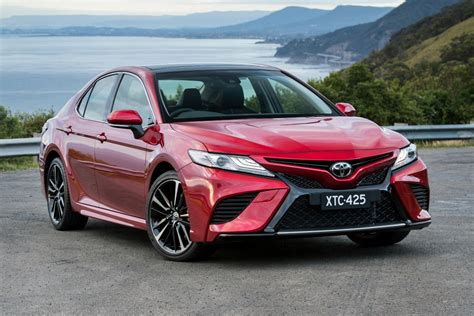 2018 Toyota Camry Ascent Hybrid Review