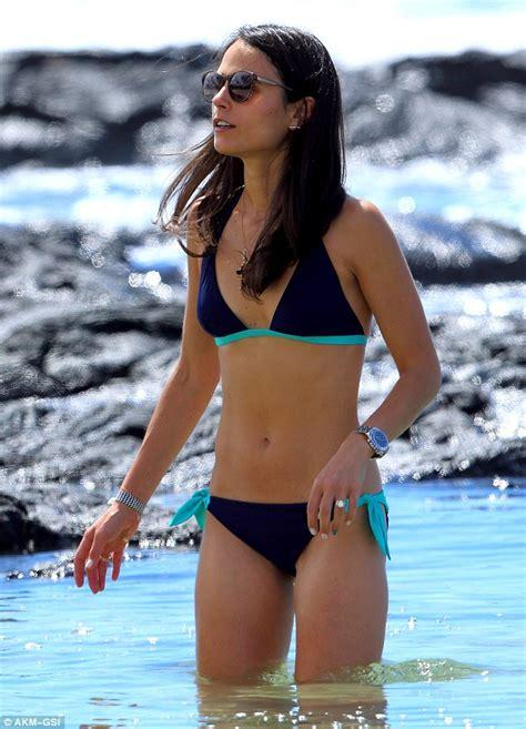 jordana brewster swimsuit aloha jordana brewster parades toned bikini body as she