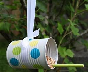 Manualidades para niños con material reciclado Comedero para pájaros