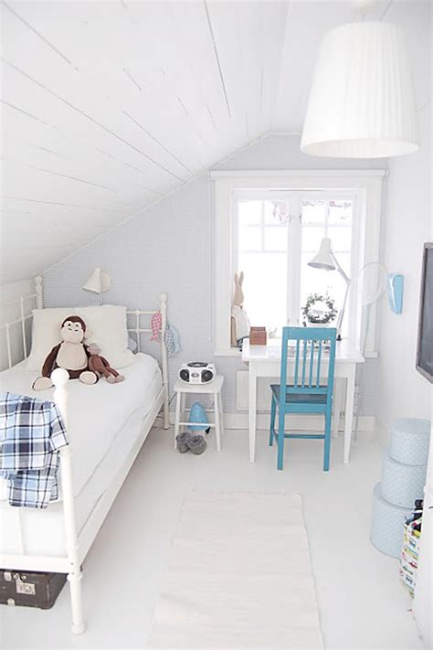 simple white attic bedrooms homemydesign