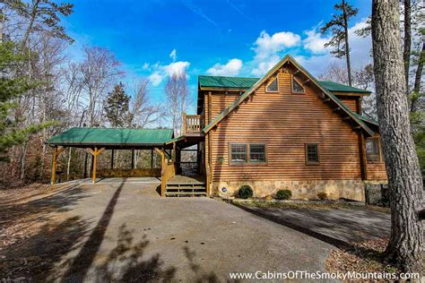 secluded smoky mountain cabin rentals pigeon forge cabin smoky s den from 240 00