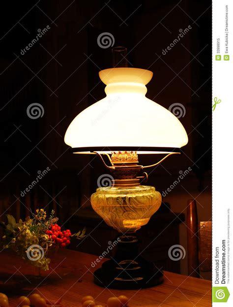 vieille lumi 232 re de le 224 p 233 trole photo libre de droits image 33998915