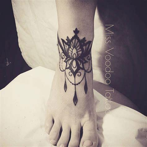 les tatouages dentelles de  voodoo inkage