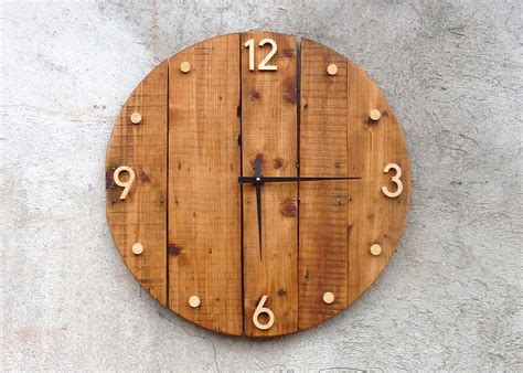 horloge murale en bois style rustique et industriel bois rustique horloges murales et horloge
