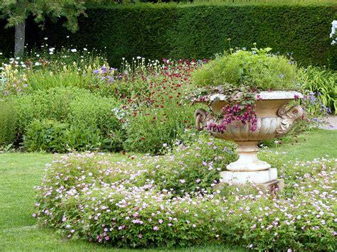 Decorative Garden Yard by 100 Years Of Yard Decorations The Absurd Intellecutal