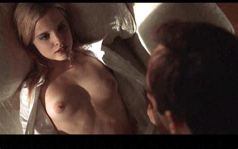 The Nude Scenes From American Beauty Thora Birch Mena Suvari