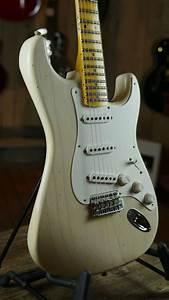 Fender Custom Shop  U0026 39 55 Journeyman Relic Stratocaster Aged White Blonde
