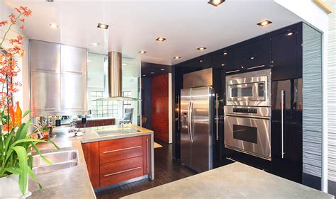 How To Score A Highend Recycled Dream Kitchen On A Tiny