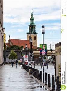 Karl Liebknecht Straße : people on karl liebknecht strasse in berlin city editorial ~ A.2002-acura-tl-radio.info Haus und Dekorationen