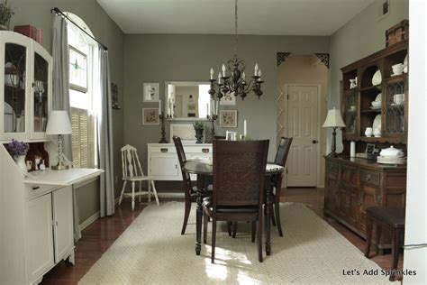 i like the finish of the hutch and the paint color on the