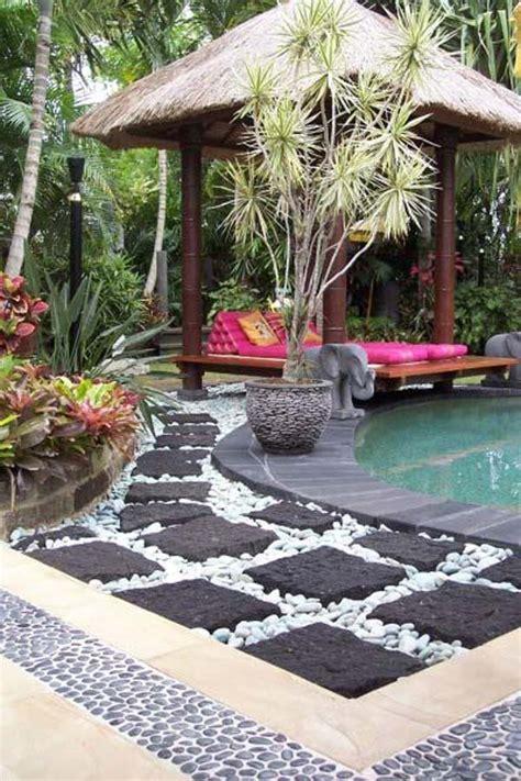 cool pebble design ideas   courtyard
