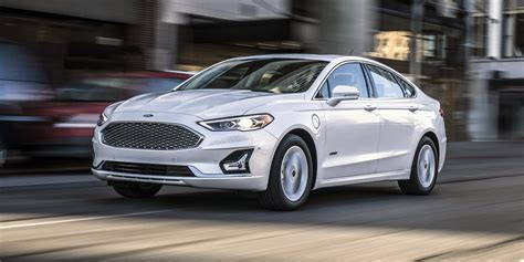ford fusion unveiled  mercedes benz  class