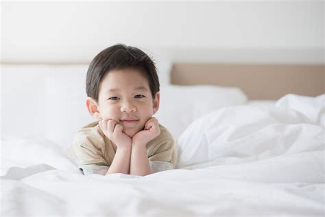 24747 when to put baby in toddler bed how to transition your toddler from crib to big kid bed