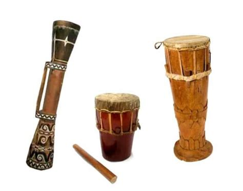 Tamborin mempunyai kemiripan dengan alat musik sejenis yang biasa kita ditemukan di daerah asia tengah, cina, india, peru, serta greenland. 47 Alat Musik Tradisional Indonesia Beserta Asal dan Penjelasannya