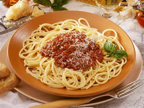 spaghetti bolognese kcal spaghetti bolognese original recipe eatsmarter