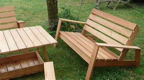 canapé avec des palettes salon de jardin avec palette en bois sol terrasse bois en