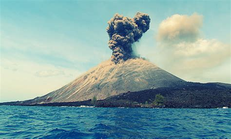 le volcan de krakatoa