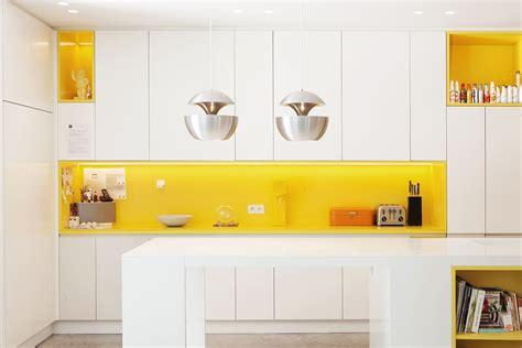 Yellow Backsplash Kitchen : 22 Yellow Accent Kitchens That Really Shine