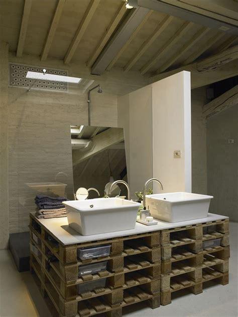 visite priv 233 e loft spacieux avec des meubles en palette