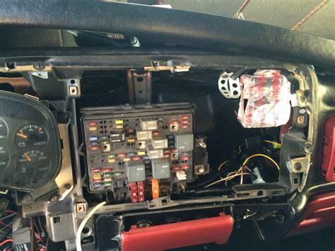 Chevy Ssr Fuse Box Location by How To Take Apart Fuse Box Trailblazer Ss 41 Wiring