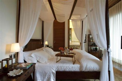 Dreamy Canopy Beds