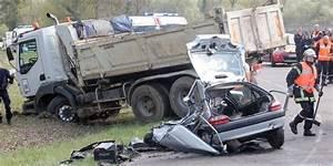 Accident De Voiture Mortel 77 : mont de marsan deux morts et un bless grave dans un accident de la route sud ~ Medecine-chirurgie-esthetiques.com Avis de Voitures