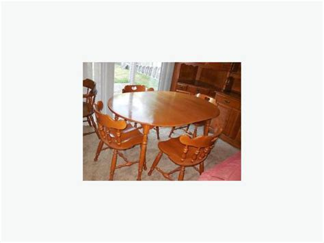 roxton maple dining table and four chairs rideau township