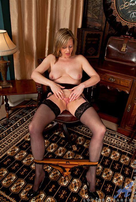 naked louise pearce display her pinkish punani busty vixen