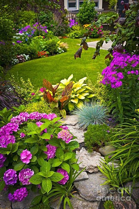 25 best ideas about cottage gardens on