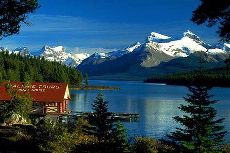 Boat House Ca by File Canada Boat House Am Maligne Lake Jasper Np Alberta